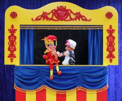 puppet shows As a relatively recent midwesterner, i associate chicago with outdoor festivals,  pop-up art shows and street theater and while the berghoff's.
